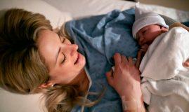 mamă si nou născut