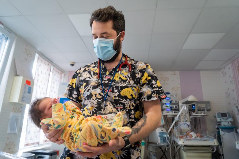 medic neonatolog la regina maria