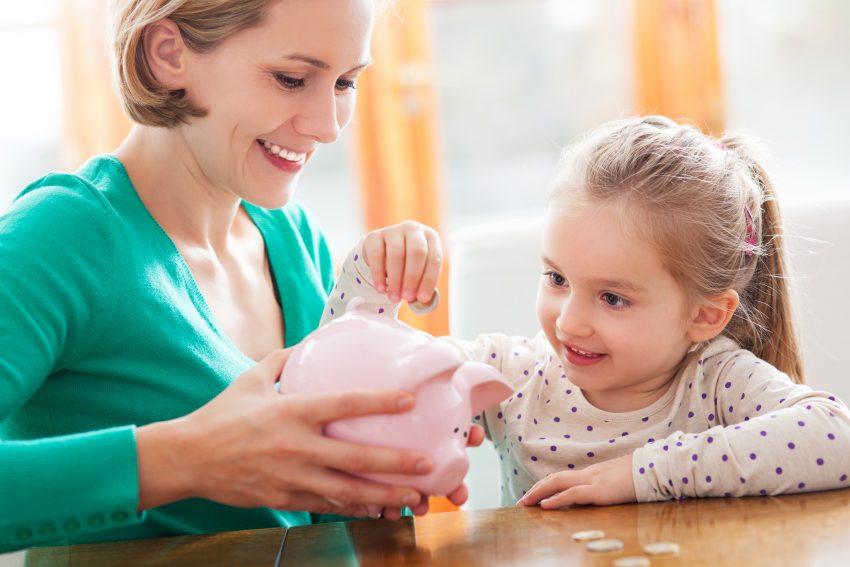 cum îl înveți pe copil valoarea banilor
