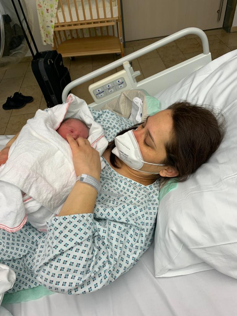 mama si copil dupa cezariană