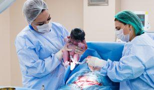nou nascut prin cezariană