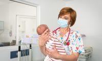 neonatolog cu nou nascut