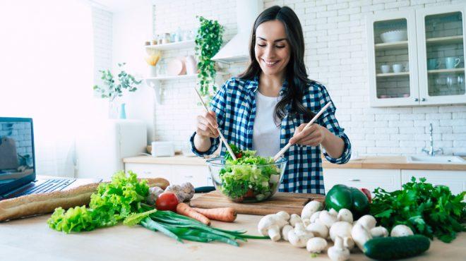 femeie cu legume