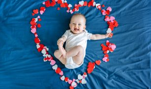 bebe la 4 luni de viață