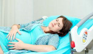 gravidă în travaliu
