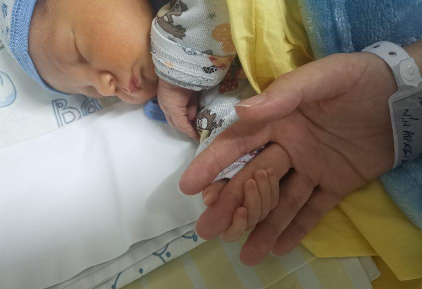 nou nascut si mama
