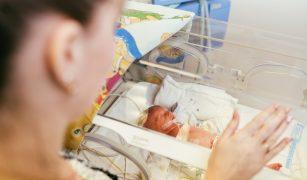 prematur în incubator