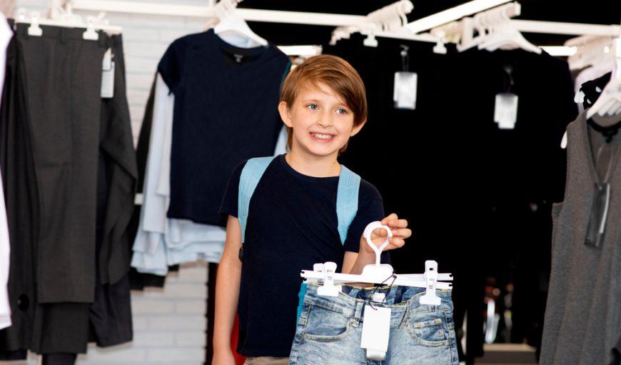 copil la cumpărături